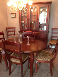 Beautiful Red Maple Dining Room set with Buffet & Six Chairs