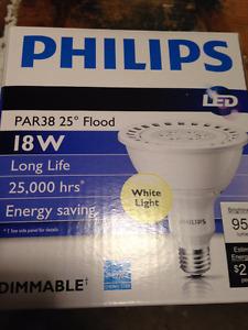 18-watt LED Philips Endura PAR38 Retrofit Lamp (25°). 3000K, dim