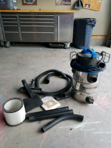 5 gallon shop vac and accesories