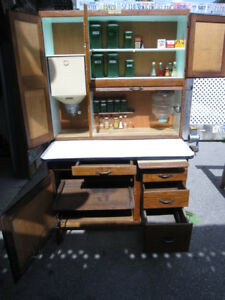 HOOSIER CABINET CUPBOARD,FLOUR BIN,SWING OUT SUGAR JAR, GRINDER.