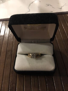 14k GOLD PRINCESS CUT ENGAGEMENT RING