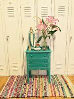 Jolie table d'appoint ou de chevet shabby-chic turquoise