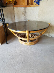 BEAUTIFUL COFFEE TABLE - GREAT CONDITION!