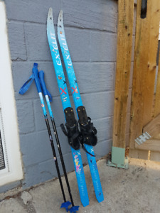 Ex-Elit Cross Country Skis (Kids) - PRICE REDUCED FOR QUICK SALE