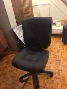 Desk and chair for sale London Ontario image 2