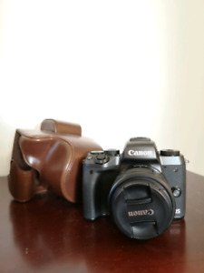 LNIB CANON EOS M5 with leather case and 15-45 lens