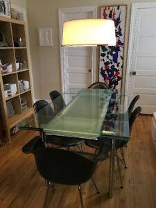 Table de salle à manger en verre et acier chromé