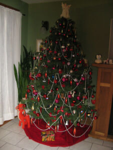 DELUXE 7 1/2 FR. XMAS TREE, FOLDS FOR STGE, EXCELL QUALITY