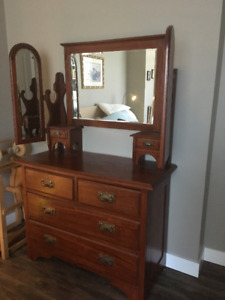 Beautiful vintage dresser with adjustable mirrors
