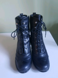 Naturalizer N95 waterproof leather boots