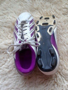 USED WOMEN'S SOCCER CLEATS