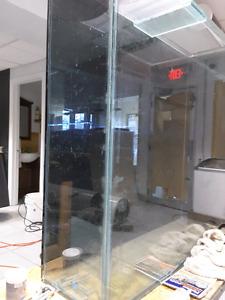 Superbe aquarium  faite en vitre starfire 50 gallons