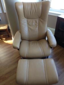 Ekorn Stressless chair and ottoman