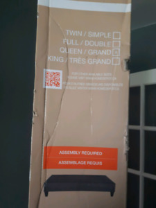 Queen bed base. BRAND NEW in box 140$