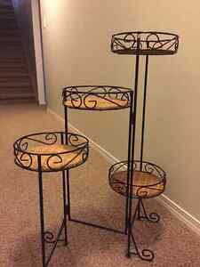 Changeable Wicker & Metal Stand for Ornaments or Plants