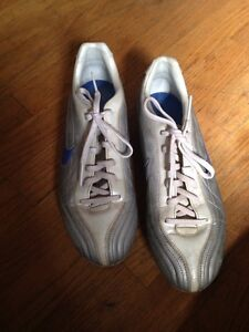 Woman's cleats size 9.5