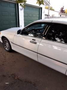 2000 Lincoln Town Car Sedan - Will Certify