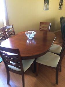 6 seat dinning room table with removable leaf