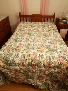 We are selling a complete4 piece bedroom set