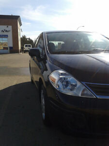 2012 Nissan Versa 1.8 S in excellent condition (low kilometers)