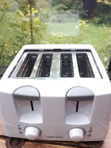 Grille Pain (Toaster) 4 tranches Black & Decker Comme Neuf