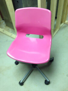 Pink desk chair with wheels