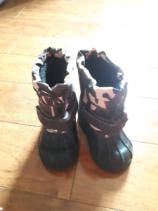 Joe fresh camo winter boots