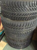4 pneus d'hiver 195/55/15 avec rims 5 bolts