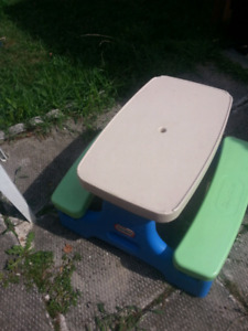 LittLe tikes outdoor table and slide