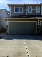 Three bedrooms double attached garage Duplex in Windermere