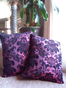 2 cousins cushions pillows in Excellent condition