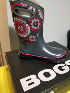 Brand New girls Bogs boots
