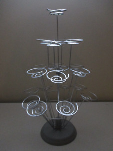 Decorative wire cupcake stand - holds 19