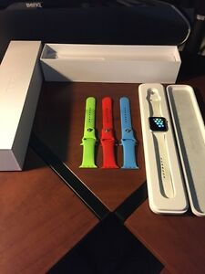 Selling 42mm Apple Watch Sport + bands
