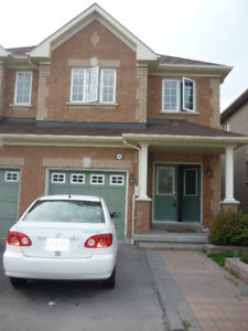 Beautiful 2200 sq ft 4 Bedroom house for rent in Mississauga