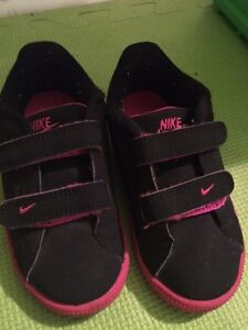 Souliers nike enfant taille 9