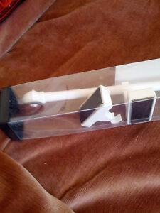 Pole à rideaux magnétique neuve, blanche $ 5.