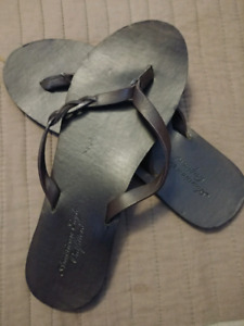 6 Pair of American Eagle flip flops $5 each or all 6 for $20
