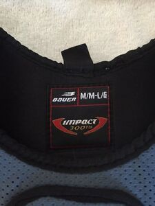 Bauer Impact Yth shoulder pads Peterborough Peterborough Area image 1