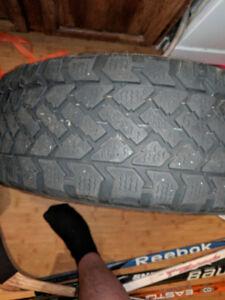 2 pneus hiver snowtrakker avec jante 215/60/16/