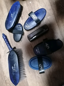 Eqclusive Alan Davies Brushes Pack. Horse grooming kit