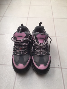 Ladies safety running shoes