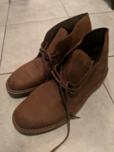 Like new men's Clarks desert boots size 11