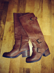Boots just in time for fall! Size 6(black) 6.5(brown)