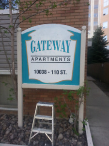 2 Room available immediately in downtown.
