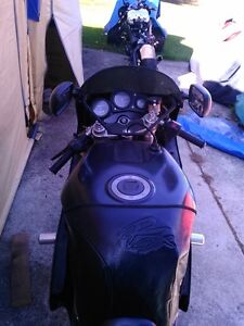 SUZUKI GSXR750 1992-93 WATTER COOLED PARTING OUT Windsor Region Ontario image 5