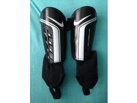 Nike football shinpads - Size small (150-160cm)