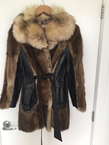 Retro Leather and Fur Coat with Circular Pockets from 60s70s