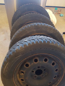 4 Studded Tires on Rims 205 60r16
