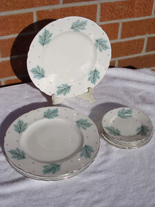 SHELLEY Fine China Plates DRIFTING LEAVES 13848 London Ontario image 1